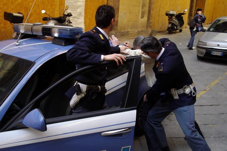 Vasto: armi e droga in casa, un arresto e una denuncia