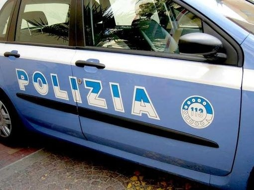 Pescara: si butta da ponte nel fiume, Polizia lo salva