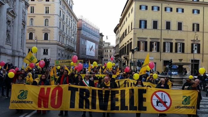 Molise chiama Abruzzo, mille in piazza per l'ambiente