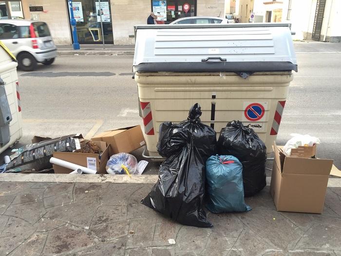 Montesilvano: commercianti denunciano città tra rifiuti