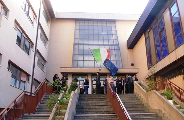 Pescara: professori a 19 anni