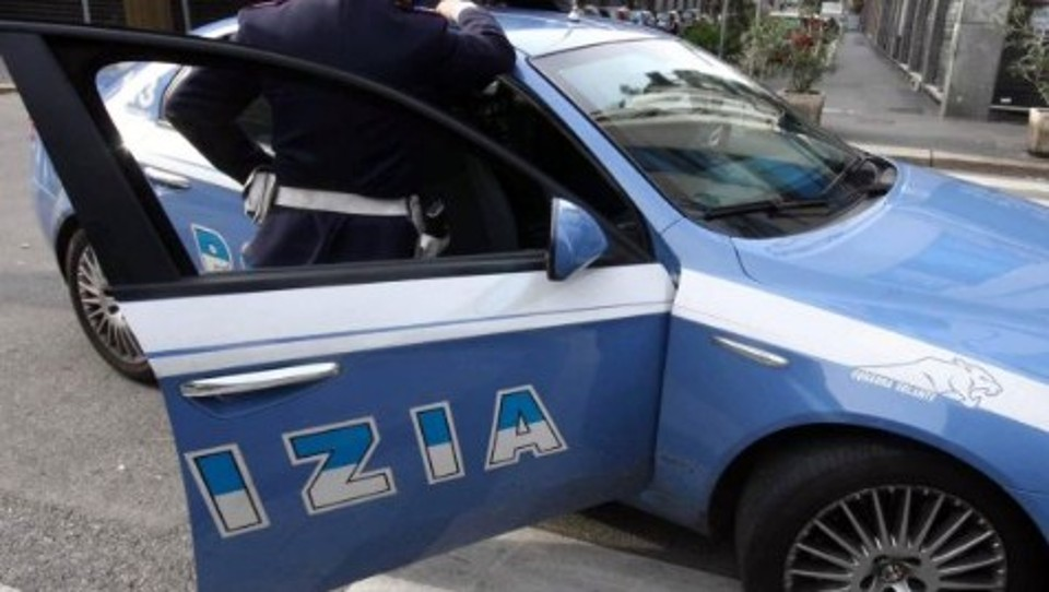 Pescara: furto in auto, calci al proprietario, arrestato