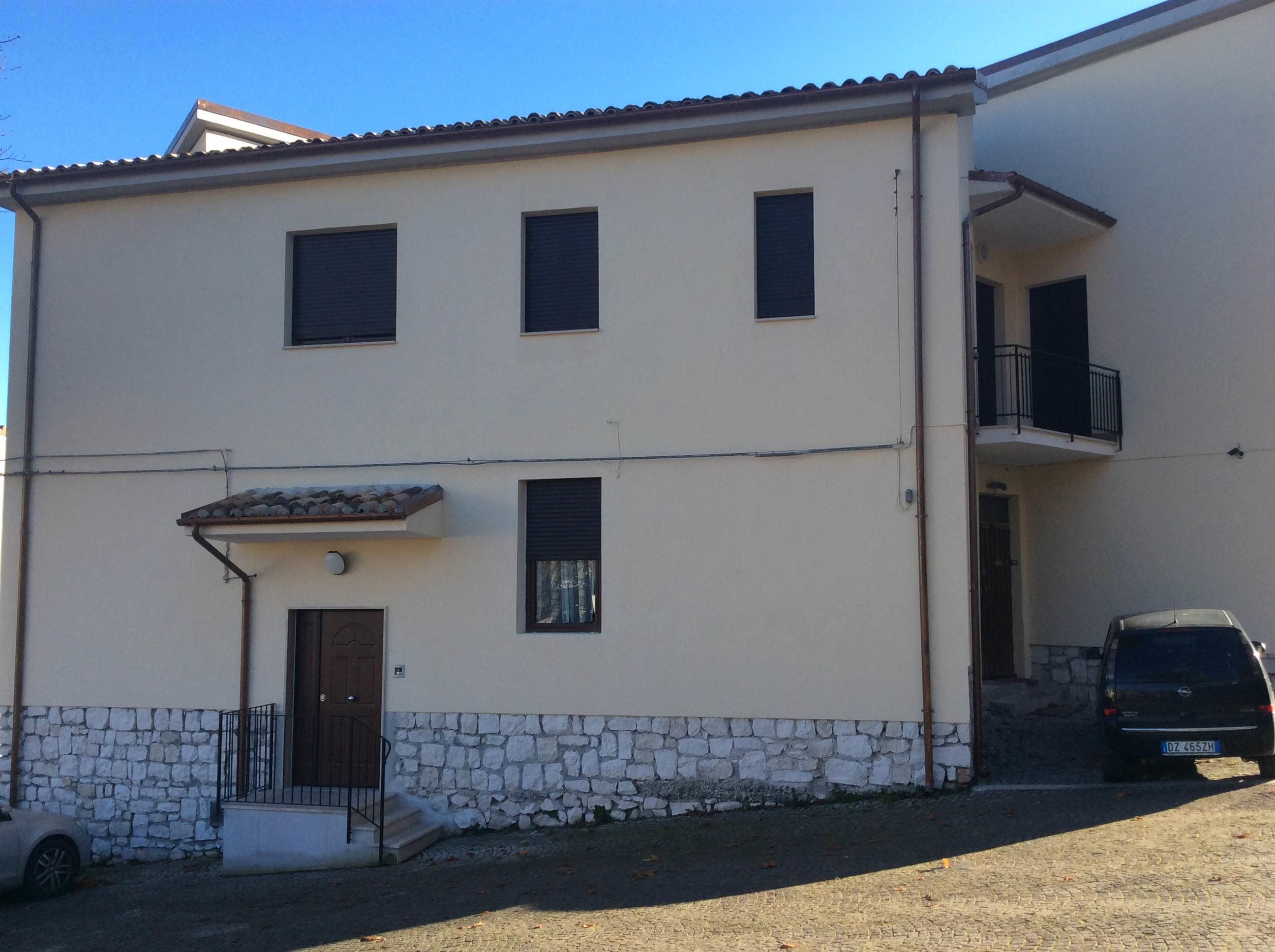 Una casa per pap separati in difficolt for Case con alloggi separati