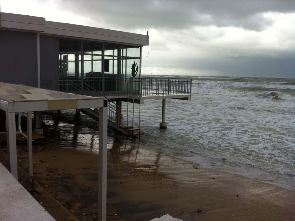 Erosione, D'Alfonso incontra i balneatori di Pescara