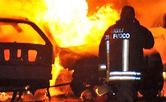 A 24, bus in fiamme a rischio esplosione