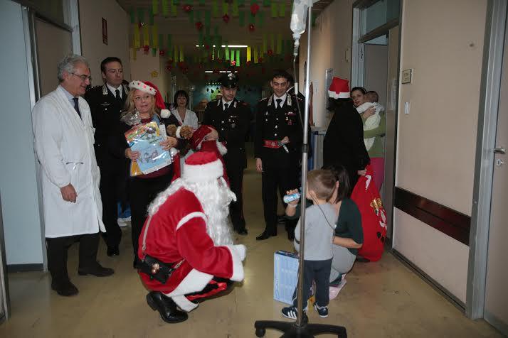 Un Babbo Natale carabiniere per i bimbi in ospedale