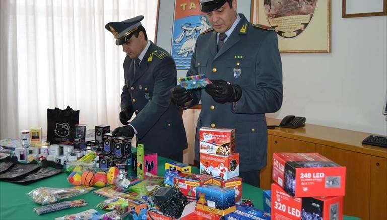 Roseto: la GdF sequestra luminarie e giocattoli contraffatti