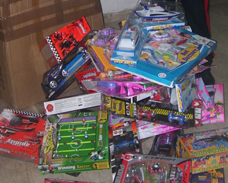 L'Aquila: denunciato venditore di giocattoli contraffatti