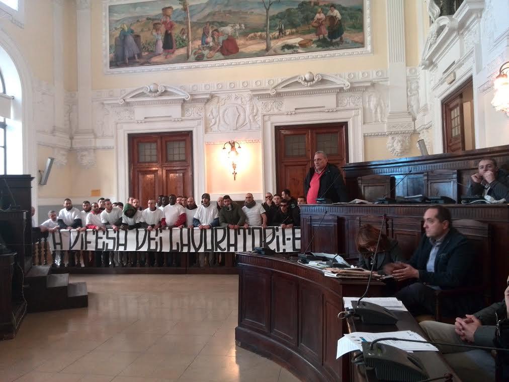 Mattatoio Chieti: lavoratori protestano in consiglio comunale