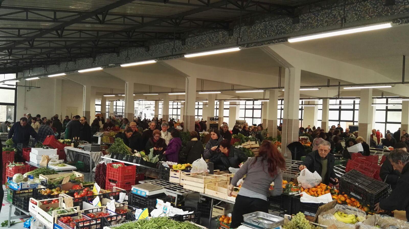 Vasto: inaugurazione del mercato di Santa Chiara con pienone