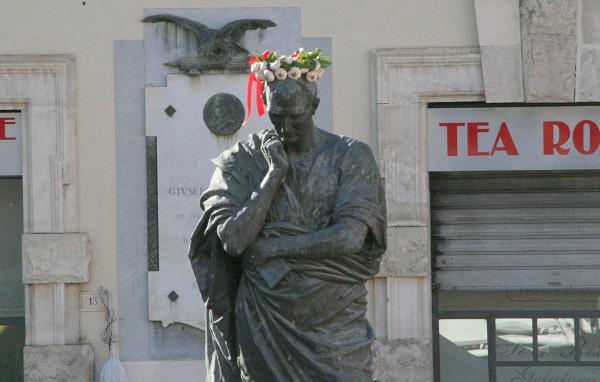 Sulmona: il Tar deciderà per la corona d'aglio di Ovidio