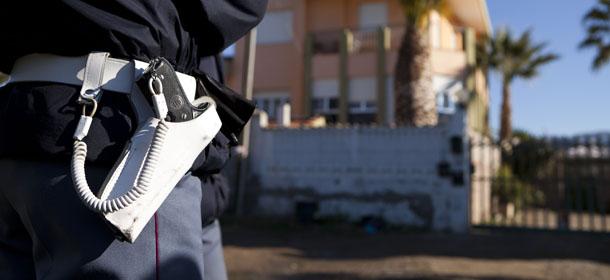 Tortoreto: rubano soldi e pistole a medico della polizia