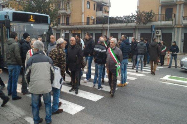 D'Alfonso rientra da Bruxelles per i sindaci in protesta