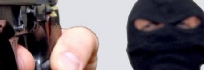 Alba Adriatica, rapina nella gioielleria con la pistola