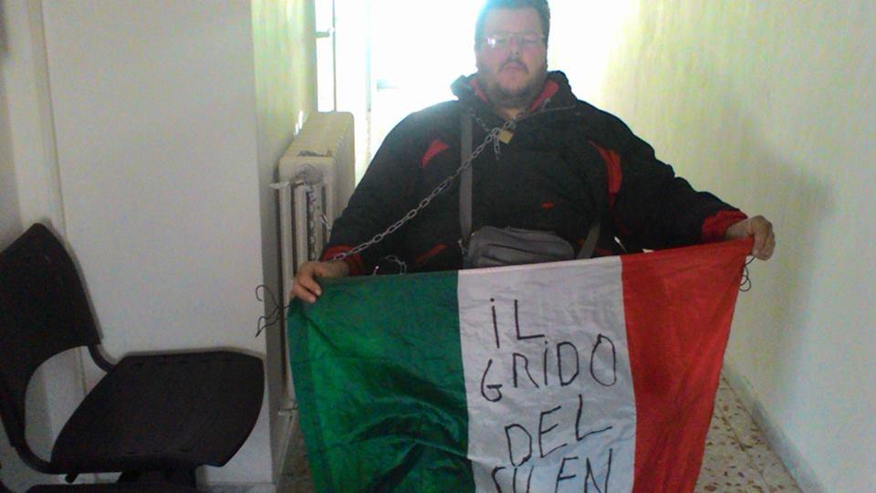 Sant'Eusanio: diabetico senza cibo, si incatena in Comune
