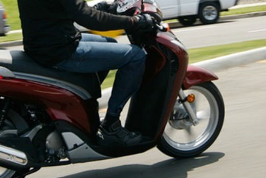 Pescara: investe pedone e fugge su scooter rubato