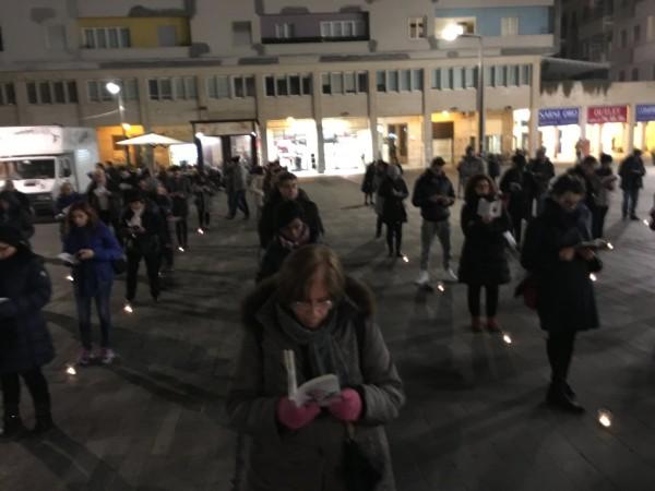 Piazza Salotto Pescara: tensione al flash-mob per la difesa della famiglia
