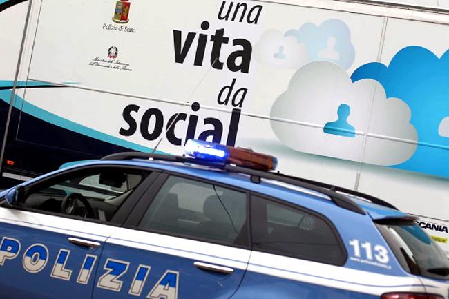 """Pescara: un """"bacio"""" contro il cyberbullismo"""