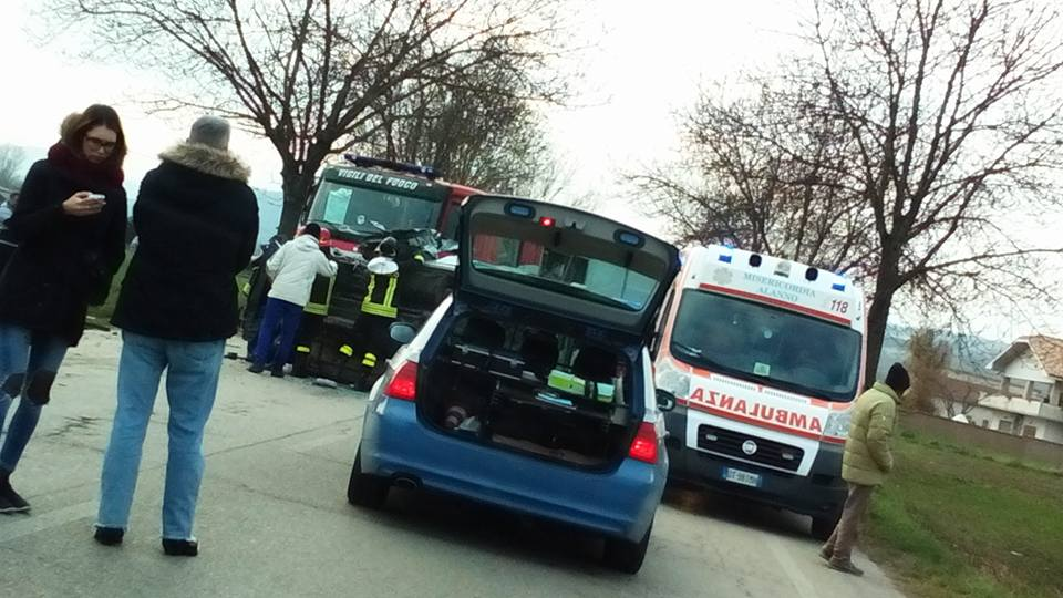 Incidente a Cepagatti, due feriti