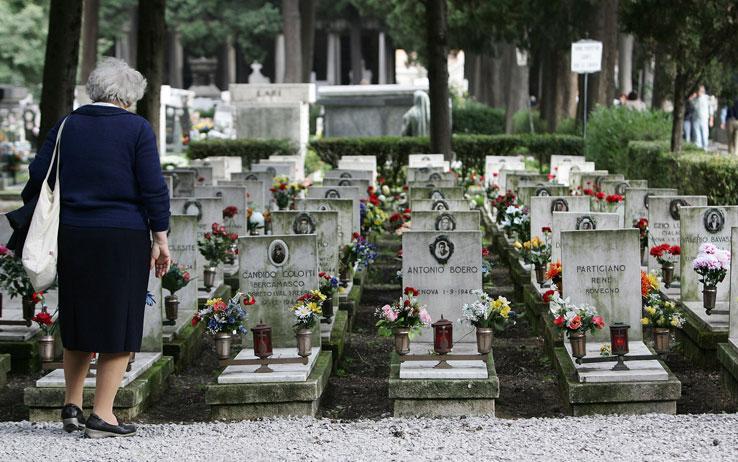 Chieti: suicidio nel cimitero la notte di Capodanno