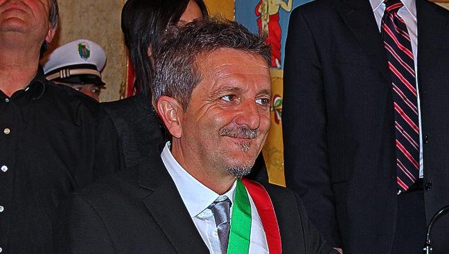 """Sindaco Avezzano: """"Inno nazionale da rottamare"""", è polemica"""
