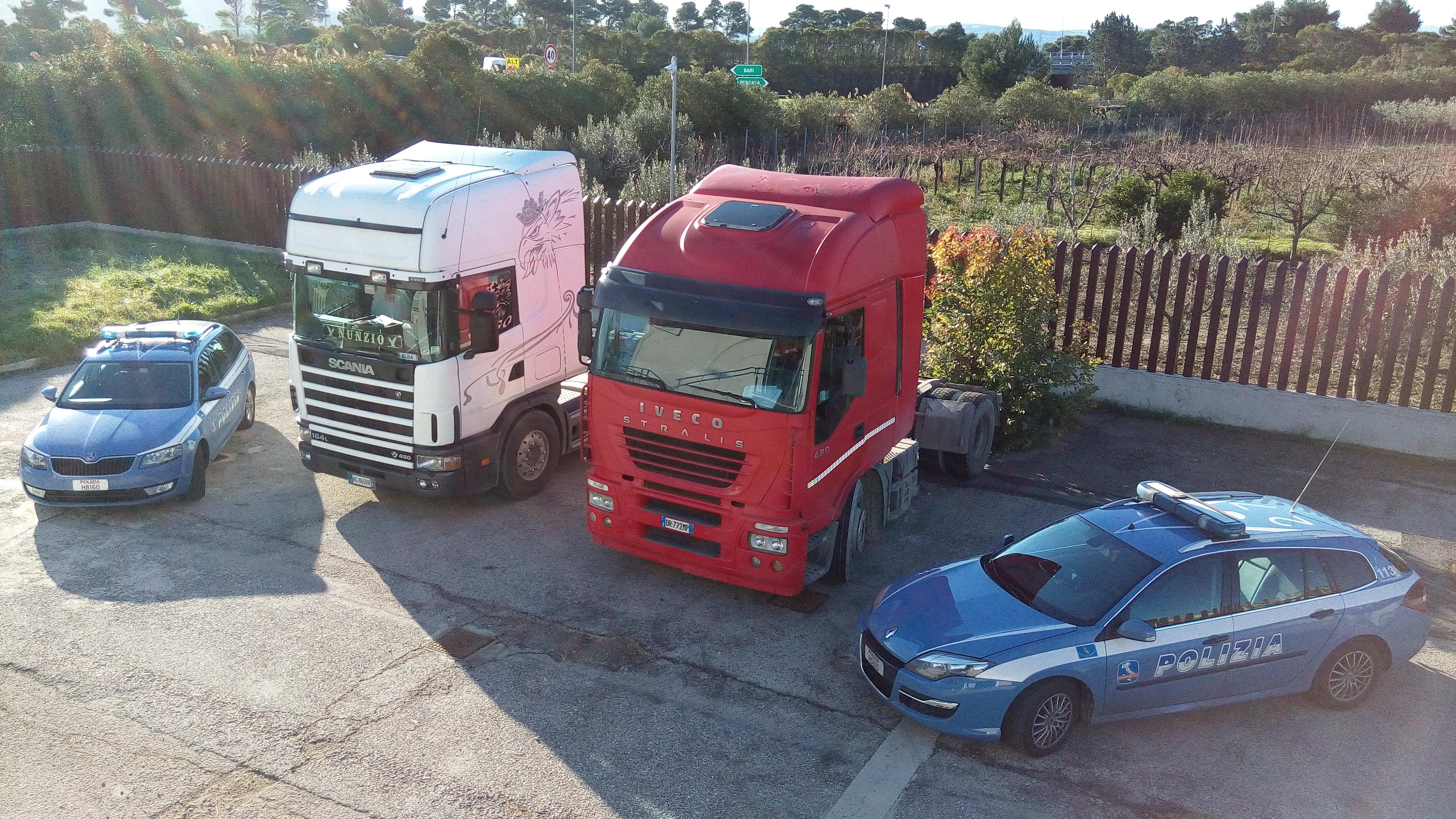 Vasto: rubano trattori, inseguiti sull'A14