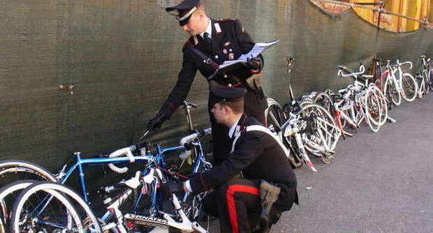 Carabinieri: scoperto un magazzino di bici rubate