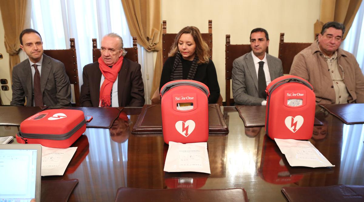 Pescara: 3 defibrillatori donati al Comune