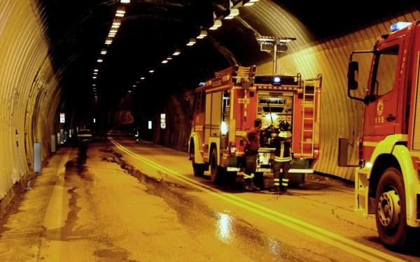 Allarme incendio su A25: galleria chiusa per 9′