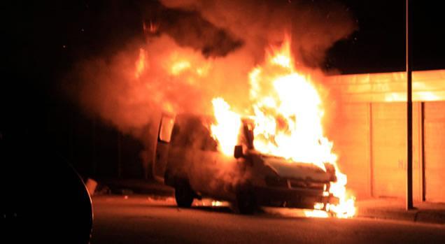 Avezzano: Furgone in fiamme forse dolose