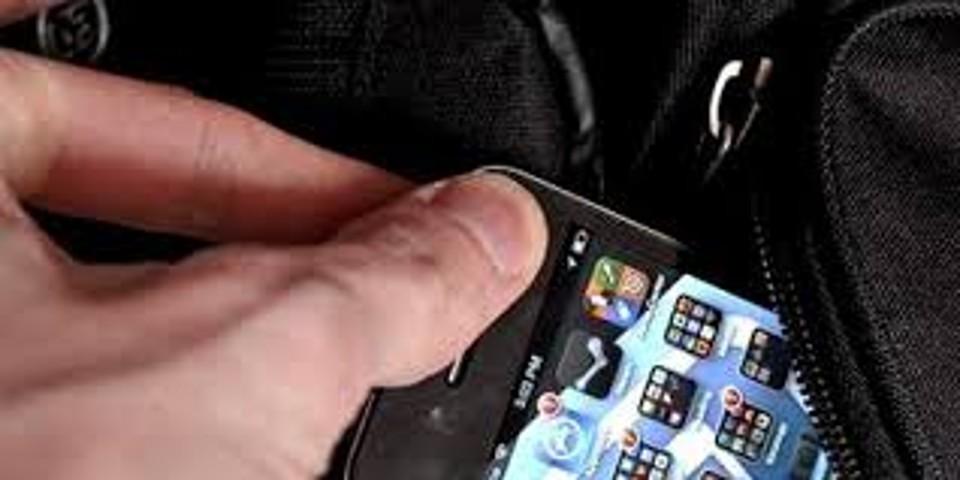 Ruba cellulare alla commessa: denunciato dalla Polizia