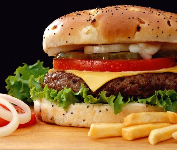 Pescara, in piazza Salotto McDonald's o Burger King?