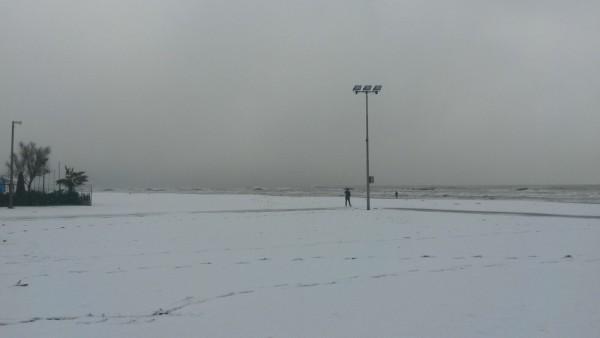 Neve a Pescara: i fiocchi bianchi scendono sul mare
