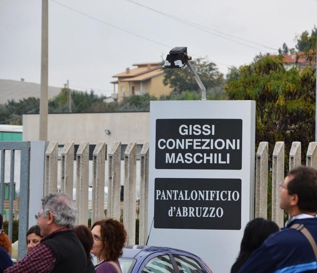 Gissi: rischio chiusura del pantalonificio, lavoratori in sciopero