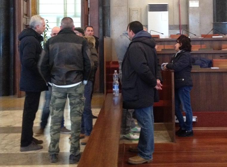 Pescara, precari Attiva occupano sala consiliare.