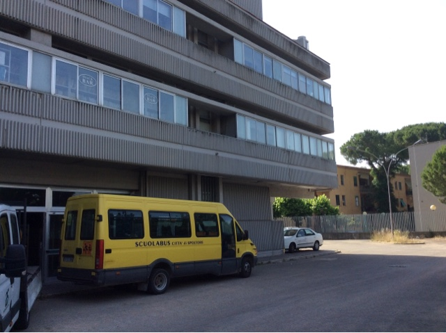 Scuola Alighieri Spoltore, lezioni a Pescara, ma i bimbi entrano