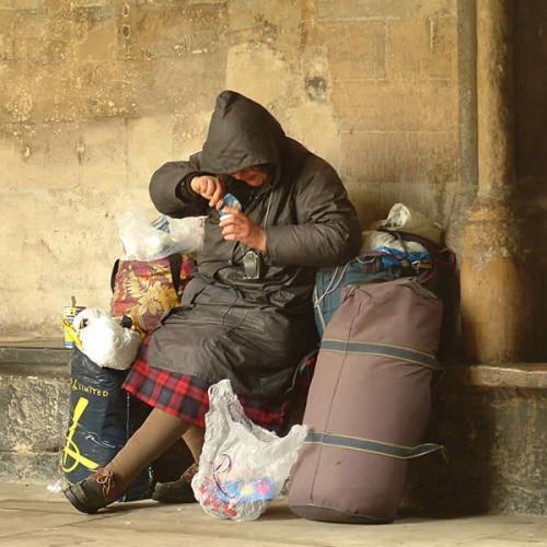 Pescara, via i senzatetto dal giardino dei bus