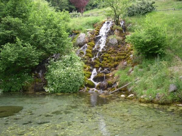 La Regione Abruzzo denuncia l'acqua Santa Croce