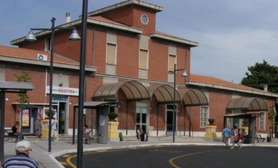 Stazione di Giulianova, biglietteria out per tentato furto
