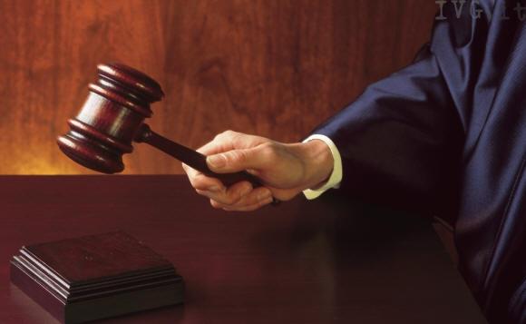 Pescara: prof condannato per molestie ad alunna 12enne