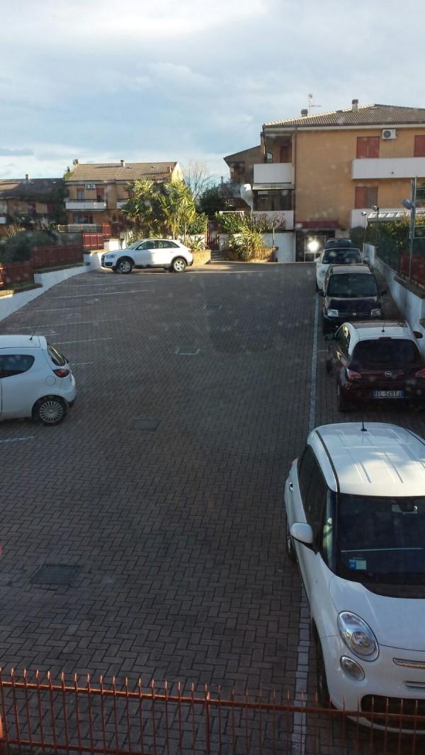 Pescara: parcheggio pubblico, cancello privato