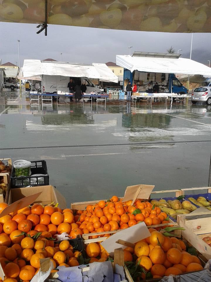 Mercato piazza d'Armi: persa la metà degli ambulanti in 4 anni