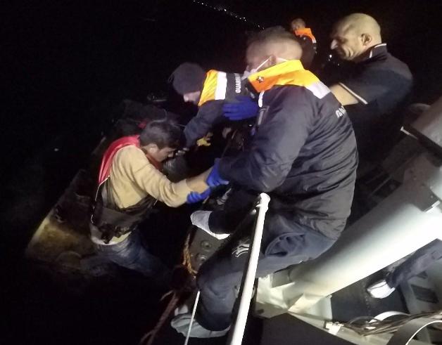 12_Attività di trasbordo dei migranti a bordo della motovedetta CP292