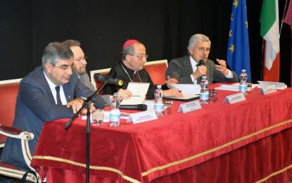 D'Alema a Chieti elogia Papa Francesco