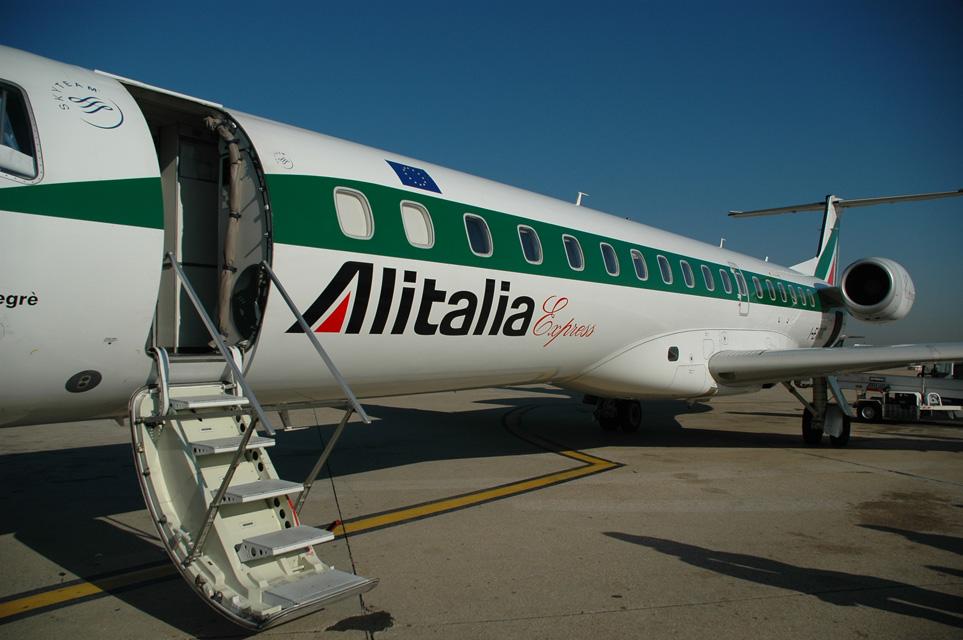 Aeroporto d'Abruzzo, da oggi stop ai voli Alitalia per Roma