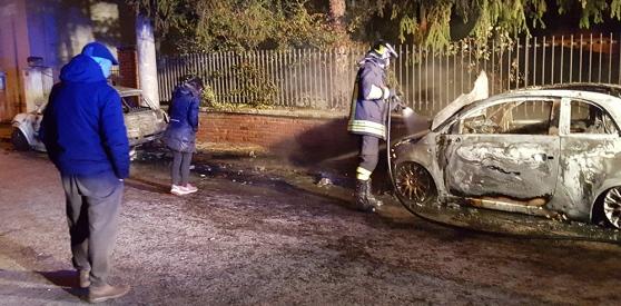 Auto incendiate al sindaco: messaggi di solidarietà