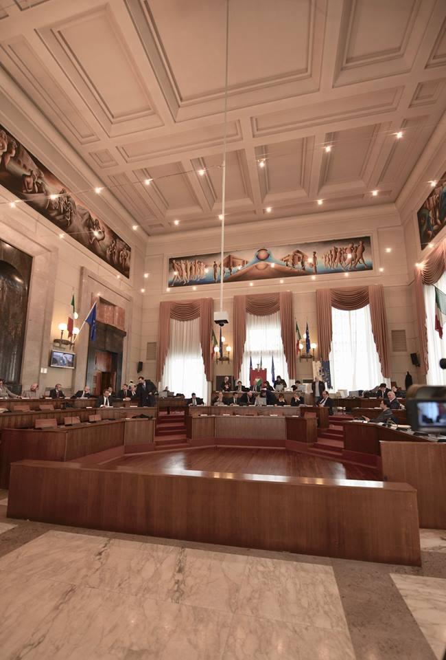 Pescara, consiglio rinviato per la morte di Casaleggio