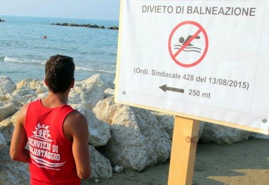 Mare inquinato, fioccano le disdette a Pescara