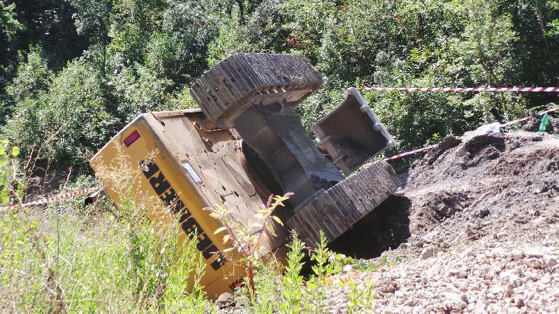 Guardiagrele, si ribalta con l'escavatore: è grave