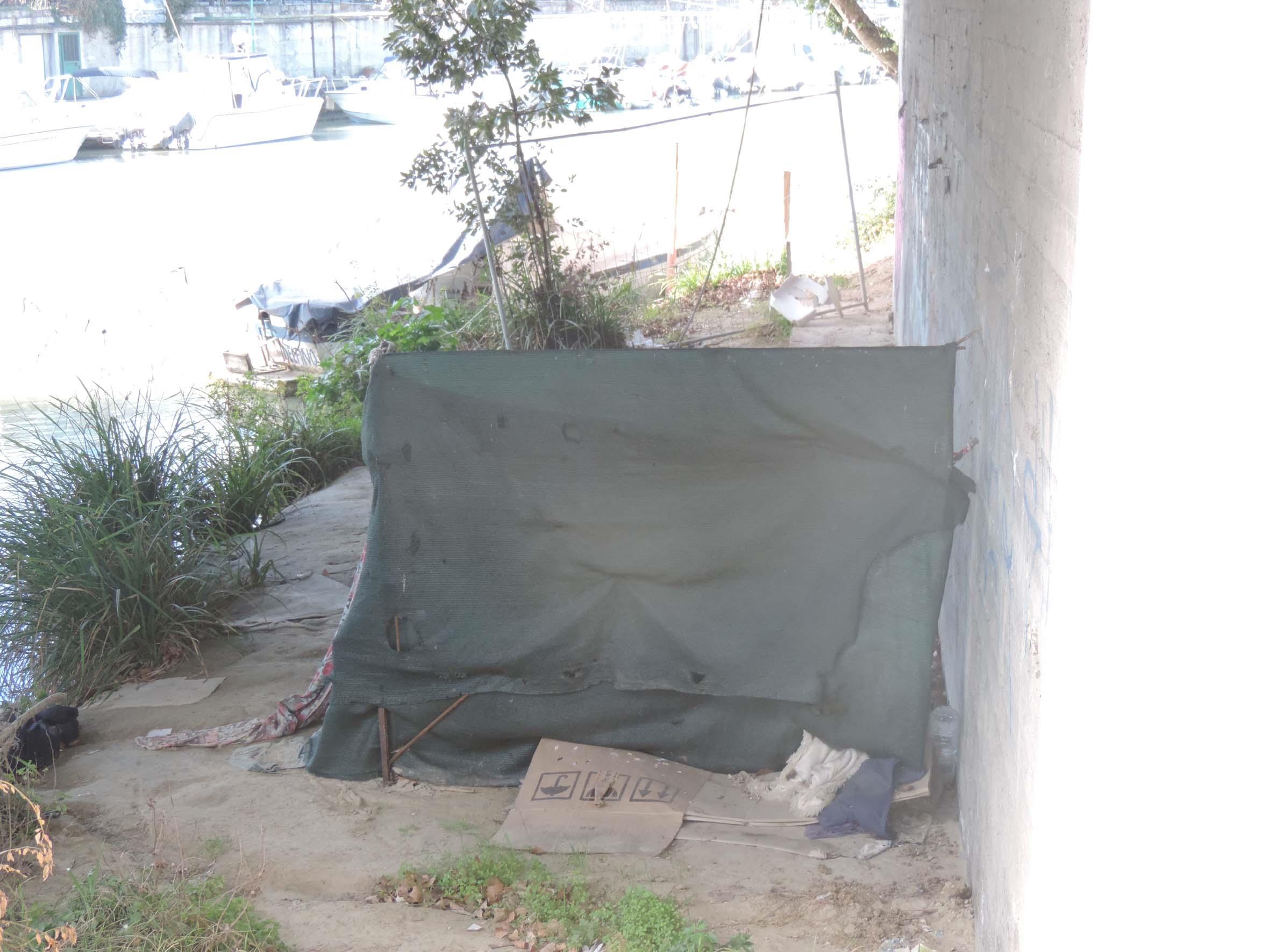 Accampamenti abusivi lungo il fiume Pescara